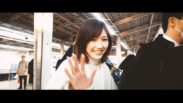 渡辺麻友「守ってあげたくなる」ミュージックビデオより。