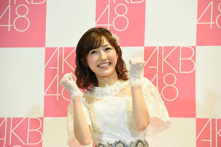 キャッチフレーズを披露する渡辺麻友(AKB48)。
