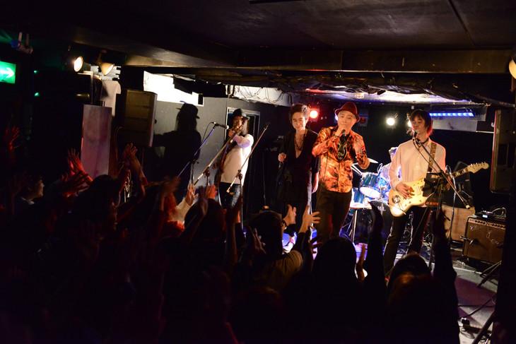 「大槻ケンヂ&His Friends さよなら新宿JAMセッション」の様子。