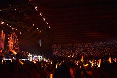 「ORANGE RIUM」で一面オレンジ色に染まった大阪城ホール。