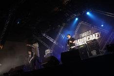 Tokyo Tanaka(MAN WITH A MISSION)がゲスト参加した10-FEETのライブの様子。(写真提供:FM802)