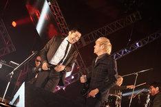 谷中敦(東京スカパラダイスオーケストラ)とTAKUMA(10-FEET)。(写真提供:FM802)
