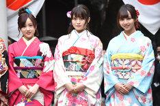 左から星野みなみ、山崎怜奈、佐藤楓。
