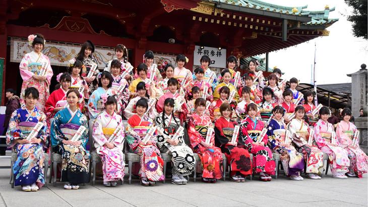 今年1月に東京・神田明神で行われたAKB48グループの新成人メンバーによる成人式の様子。左上が稲垣香織。