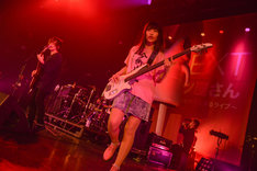 ヤバイTシャツ屋さん「uP!!!NEXT ヤバイTシャツ屋さん ~大人が色々頑張ってくれたおかげで無料で出来るライブ~」の様子。(Photo by Azusa Takada)