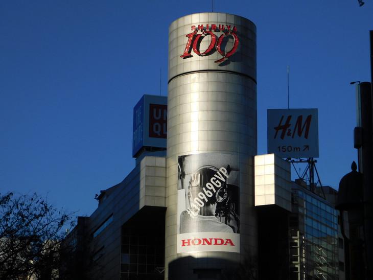 東京・渋谷109に掲示された「#10969GVP」屋外広告。