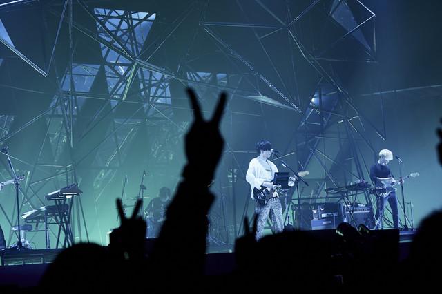 米津玄師「米津玄師 2018 LIVE / Fogbound」の様子。(撮影:中野敬久)