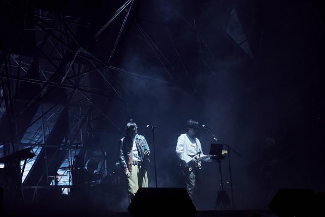 左から菅田将暉、米津玄師。(撮影:中野敬久)