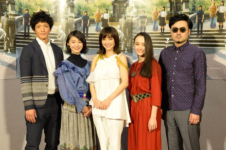 左から渡部豪太、堀春菜、倉科カナ、アヤカ・ウィルソン、前野健太。