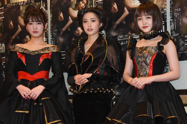 左から伊藤純奈、衛藤美彩、久保史緒里。