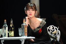 伊藤純奈演じるマーシャ。