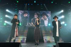 横山由依(AKB48)とCHEMISTRY。(c)AKS