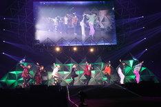 西川貴教、山下健二郎(三代目 J Soul Brothers from EXILE TRIBE)、FANTASTICSによるコラボステージ。(写真提供:ニッポン放送)