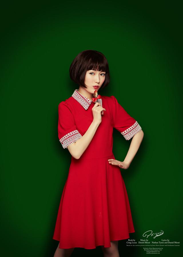 渡辺麻友扮するアメリ。 (C)ミュージカル『アメリ』製作委員会2018