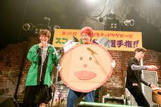 左からKOUHEI(Dr, Cho)、HIROKAZ(G)。(Photo by Viola Kam[V'z Twinkle])