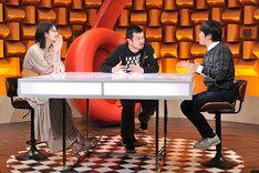 左からマギー、竹原ピストル、バカリズム。(c)NTV