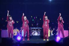 米米CLUB「浪漫飛行」を歌唱するももいろクローバーZ。(写真提供:ニッポン放送)