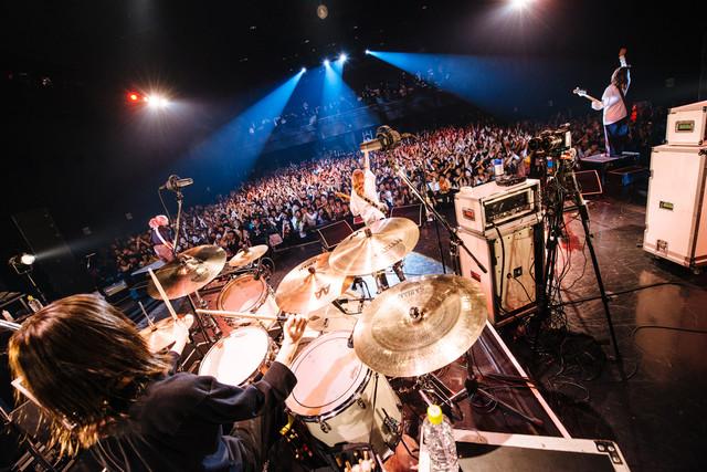 SCANDAL「SCANDAL ニューアルバム『HONEY』発売記念フリーライブ」東京・Zepp DiverCity TOKYO公演の様子。