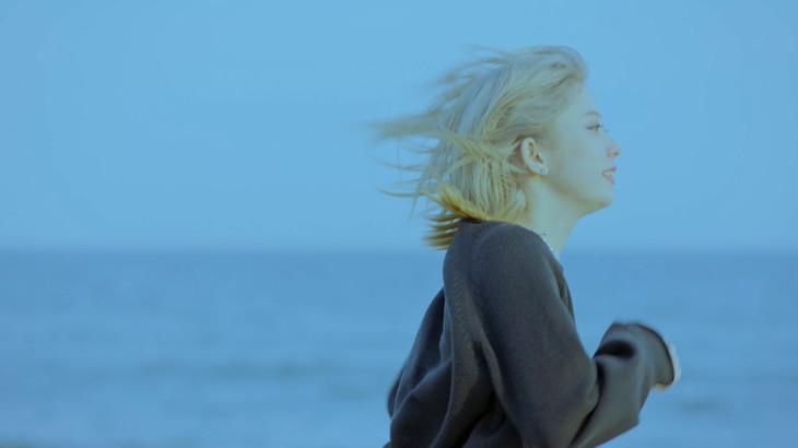 くるり「その線は水平線」のミュージックビデオのワンシーン。