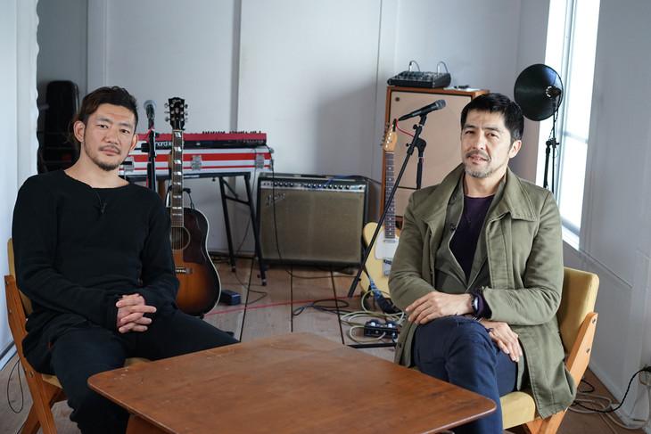 左からTOSHI-LOW(BRAHMAN)、谷中敦(東京スカパラダイスオーケストラ)。