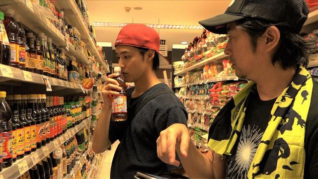 白石隼也と増子直純(怒髪天)。(写真提供:NHK)