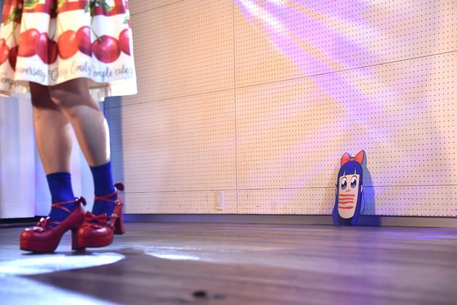 床に置かれたピピ美のお面。