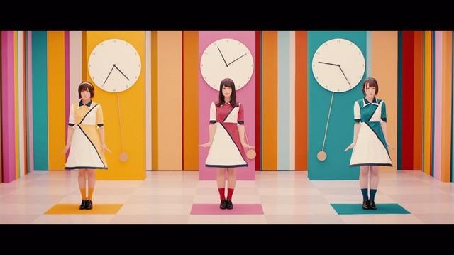 欅坂46「バスルームトラベル」ミュージックビデオのワンシーン。