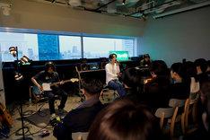 「小袋成彬 Spotify LIVE」の様子。(写真提供:スポティファイ)