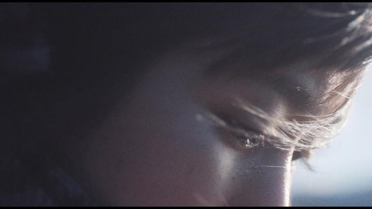 雨のパレード「MARCH」ミュージックビデオのワンシーン。