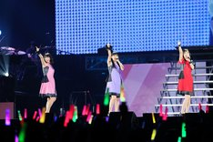 ワルキューレ「ワルキューレは裏切らない」神奈川・横浜アリーナ公演の様子。
