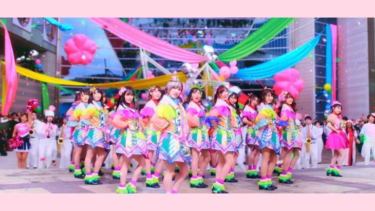 AKB48「ジャーバージャ」ミュージックビデオのワンシーン。