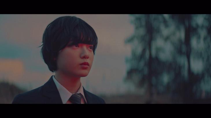 欅坂46「もう森へ帰ろうか?」のミュージックビデオのワンシーン。