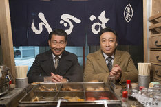 ドラマ「記憶」で主演を務める中井貴一(左)と、韓国版オリジナル「記憶~愛する人へ~」の主演を務めたイ・ソンミン(右)。