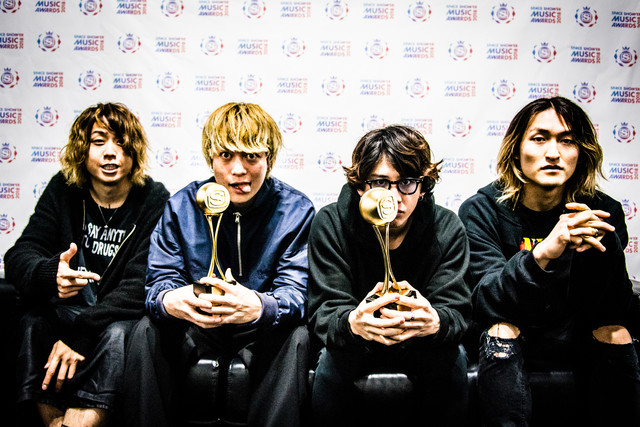 「BEST GROUP ARTIST」「BEST ACTIVE OVERSEAS」を受賞したONE OK ROCK。