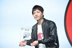 「第9回CDショップ大賞2017」準大賞を受賞した台風クラブの石塚淳(G, Vo)。
