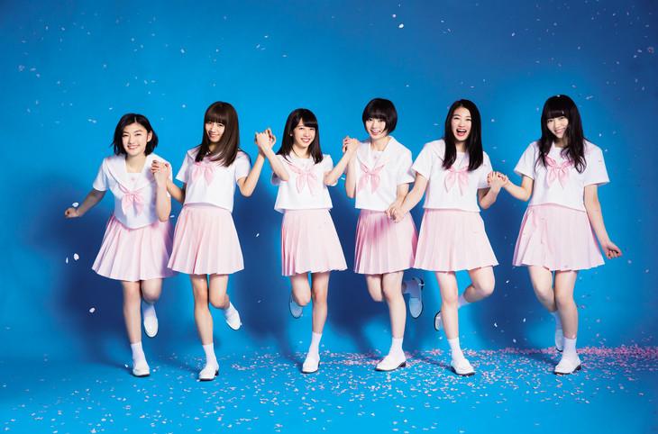 ピンクのセーラー服を着た私立恵比寿中学