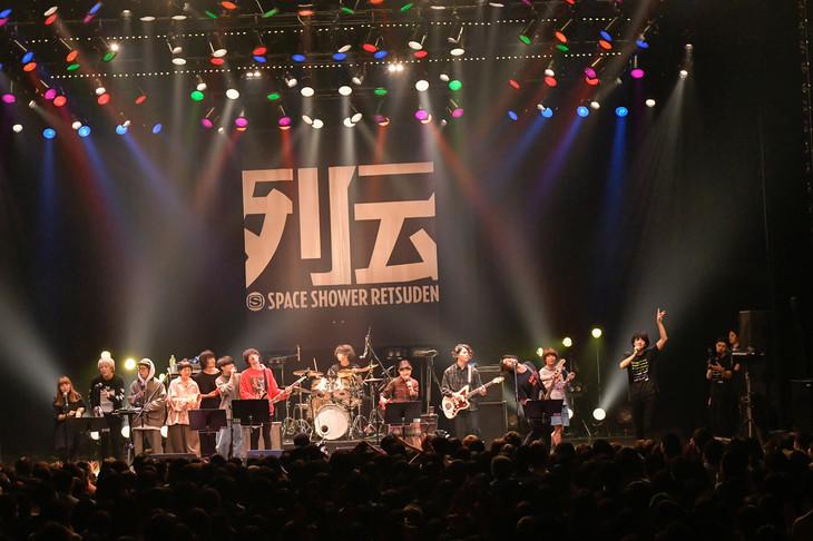 「スペースシャワー列伝 JAPAN TOUR 2018」東京・マイナビBLITZ赤坂公演でのアンコールの様子。(撮影:古渓一道)