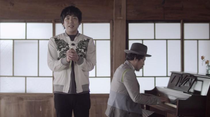 スキマスイッチ「未来花」ミュージックビデオのワンシーン。