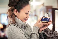 安室奈美恵「GIFT」より、北海道・小樽でのオフショット。
