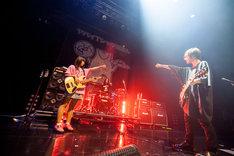 """「ヤバイTシャツ屋さん """"Galaxy of the Tank-top"""" TOUR 2018 ~追加ワンマン公演~」大阪・Zepp Osaka Baysideの様子。(Photo by KEIJU)"""