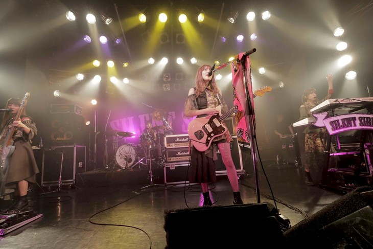 "SILENT SIREN「天下一品 presents SILENT SIREN LIVE TOUR 2018 ~""Girls will be Bears""TOUR~」神奈川・Yokohama Bay Hall公演の模様。(Photo by HAJIME KAMIIISAKA)"