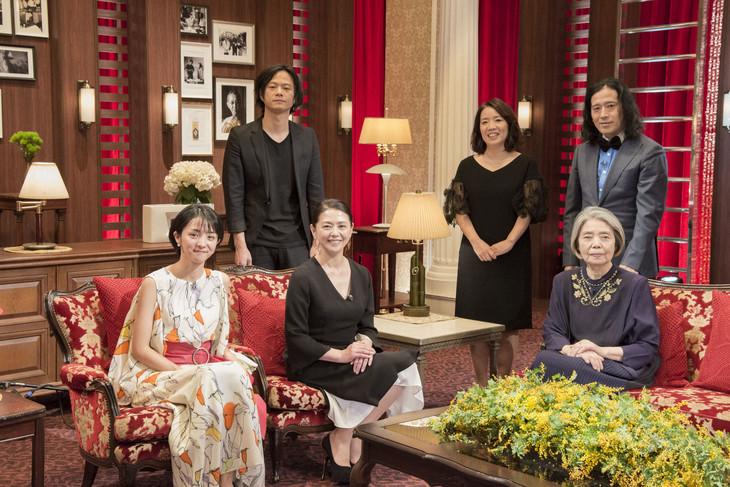 前列左から満島ひかり、小泉今日子、樹木希林、後列左から奇妙礼太郎、浜田真理子、又吉直樹(ピース)。(写真提供:NHK)