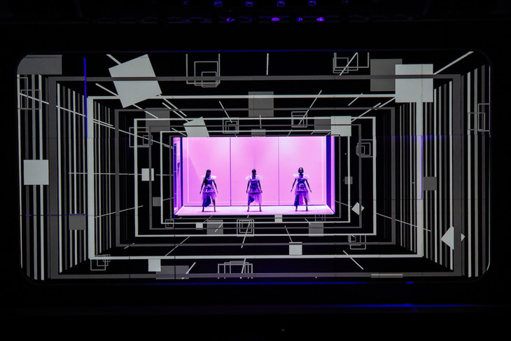 "「『Perfume × TECHNOLOGY』presents ""Reframe""」での「DISPLAY」のパフォーマンスの様子。 (撮影:上山陽介)"