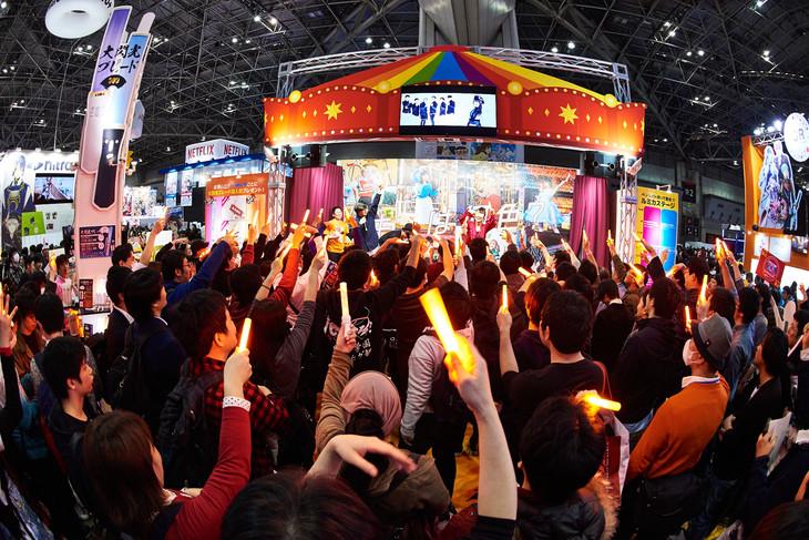 「AnimeJapan 2018」ルミカブースで行われた「サイリウムダンスショーケース from TOKYO ROMANCE PARK」の様子。(写真提供:キングレコード)
