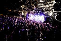 BURNOUT SYNDROMES「全国ワンマンツアー2018『孔雀~いざ真剣勝負~』」東京・渋谷CLUB QUATTRO公演の様子。(Photo by HAJIME KAMIIISAKA)