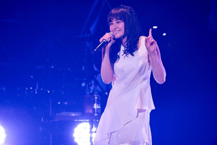 "中島愛「Megumi Nakajima Live Tour 2018 ""Curiosity of Love""」初日公演の様子。(撮影:新澤和久)"