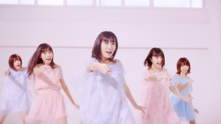 Love Cocchi「青春シンフォニー」ミュージックビデオのワンシーン。
