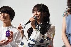 おみくじを見せる市川美織(NMB48)。