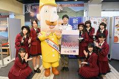 NGT48メンバーと表参道・新潟館ネスパス館長のレルヒ。