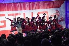 NGT48の東京・代々木公園野外ステージでのフリーライブの様子。